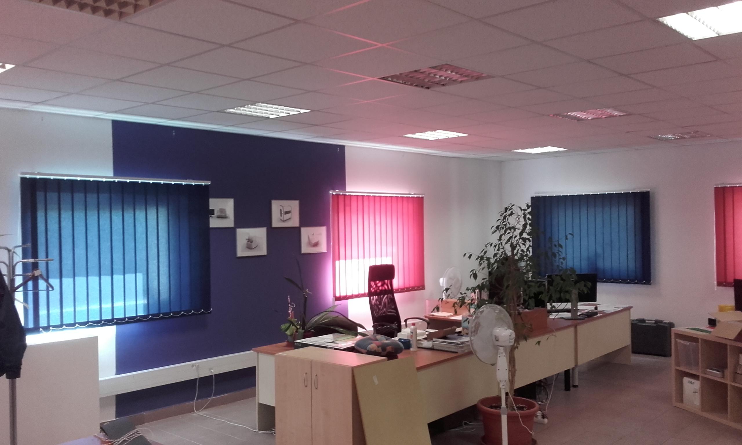 Színes irodai szalagfüggöny